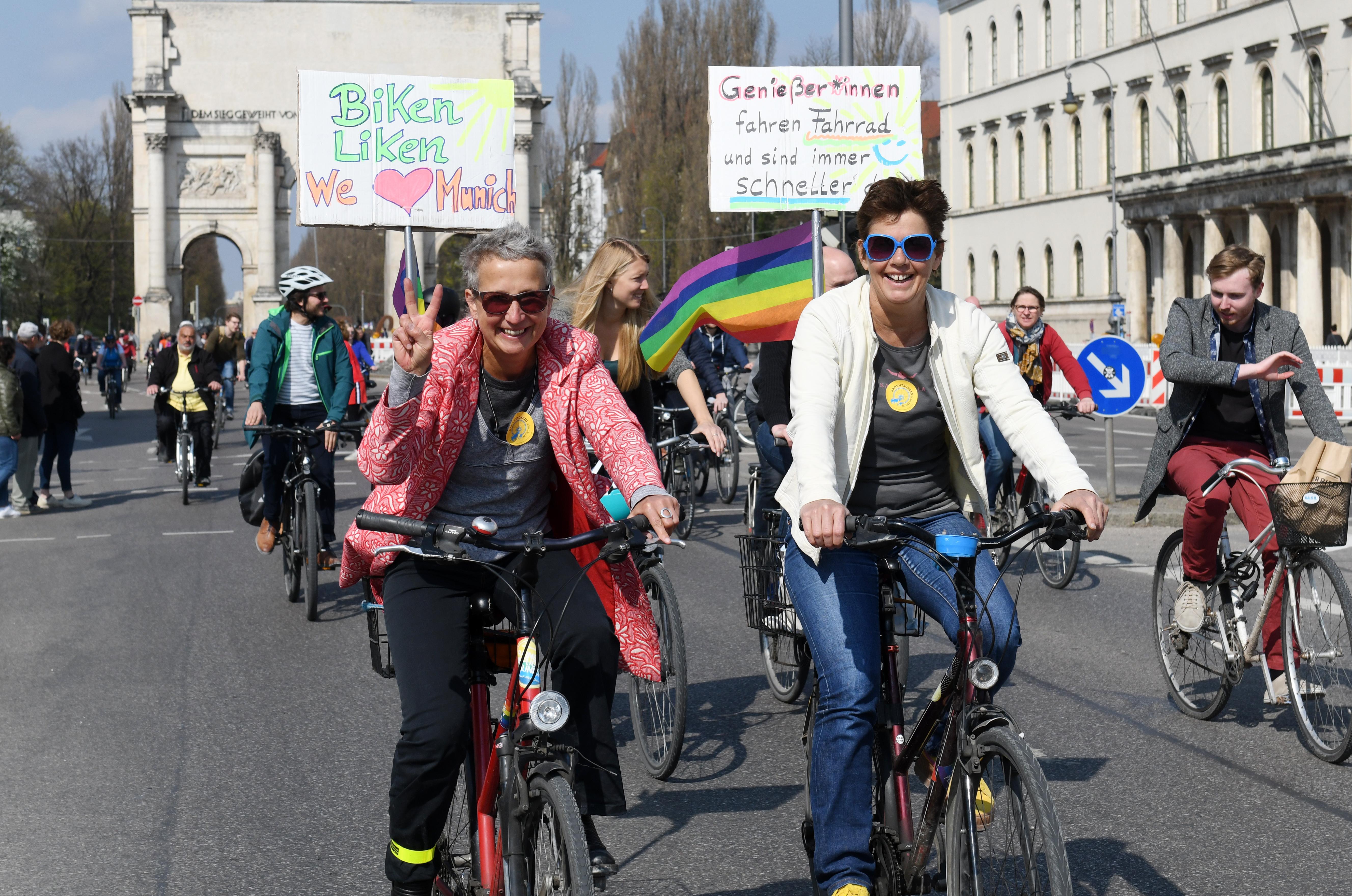 Radl Demo Auf Dem Altstadtring 1 Jahr Radl Ringen Mit Der Stadt Radentscheid Munchen